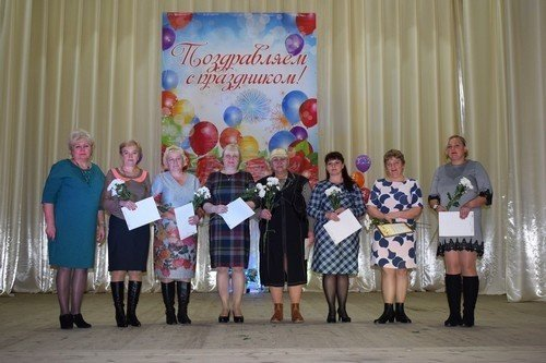 Учителя Духовщинского района приняли поздравления с профессиональным праздником
