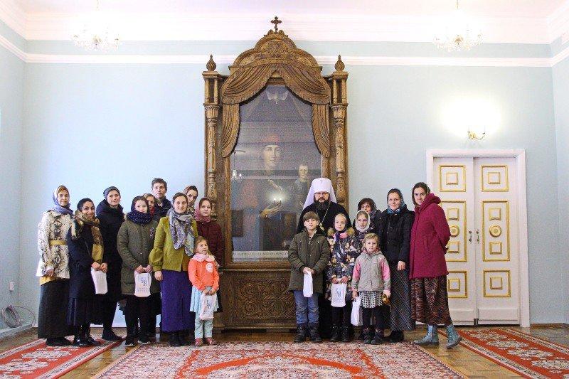 Митрополит Исидор встретился с паломниками из Московской епархии