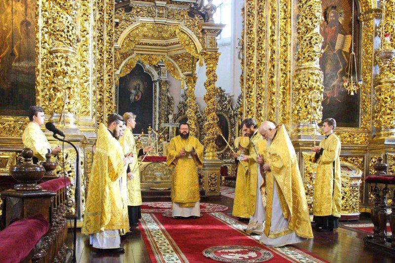 Митрополит Исидор возглавил воскресное богослужение в Успенском соборе