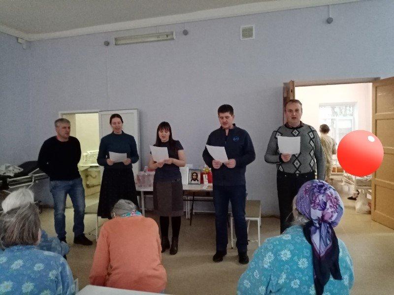 Добровольцы службы «Милосердие» навестили пожилых людей в Гедеоновской больнице