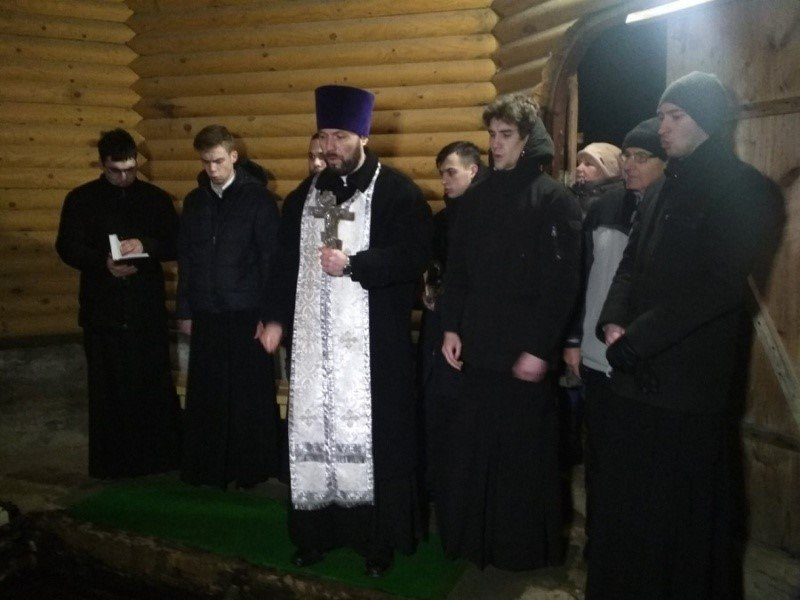 Праздничный молебен на Богоявленском святом источнике в Красном Бору