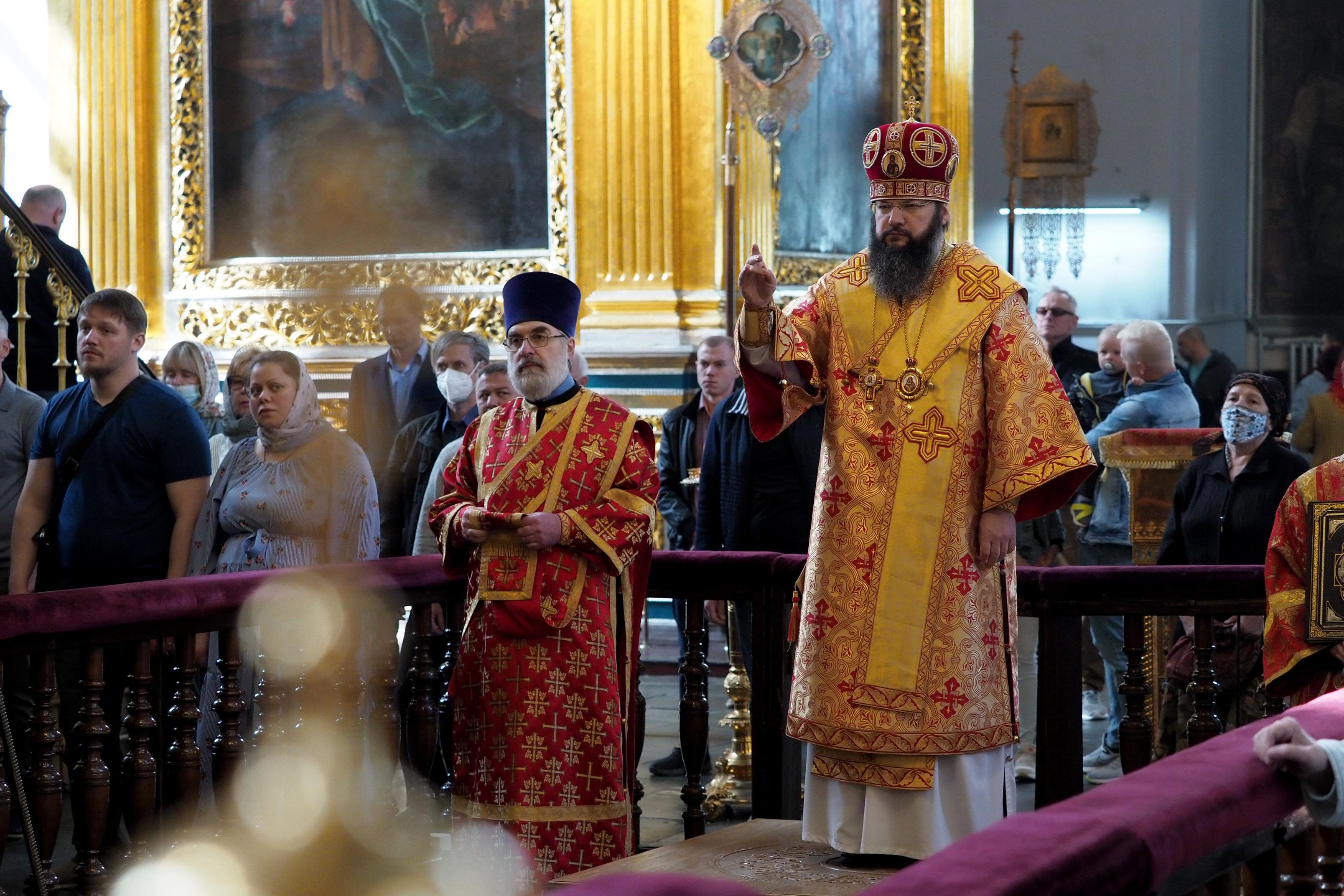 Архипастырское богослужение в Неделю 5-ю по Пасхе