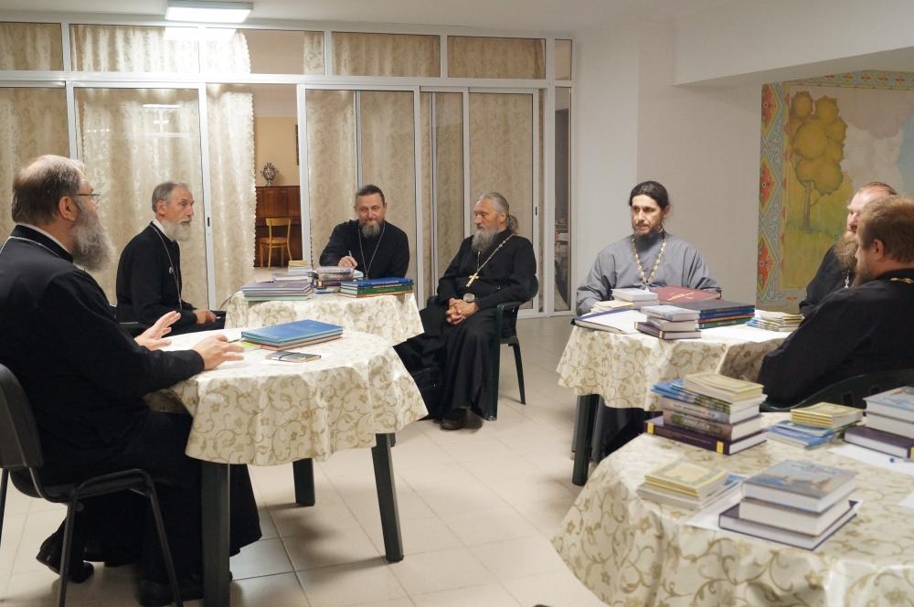 В Свято-Георгиевском соборе города Ярцево состоялось собрание духовенства